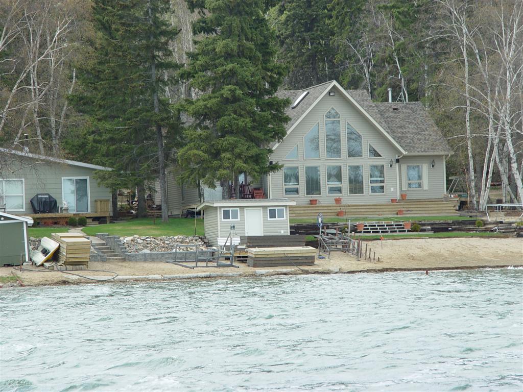 This cabin is realllly nice...Emma Lake, Saskatchewan, Canad
