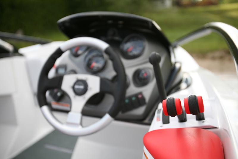 2009Sea-Doo200Speedster-Throttle.jpg