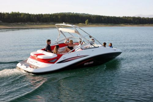 2009Sea-Doo230ChallengerSP-Action6.jpg