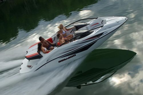 2010 Sea-Doo 200 Speedster sport boat - on-water (3).jpg