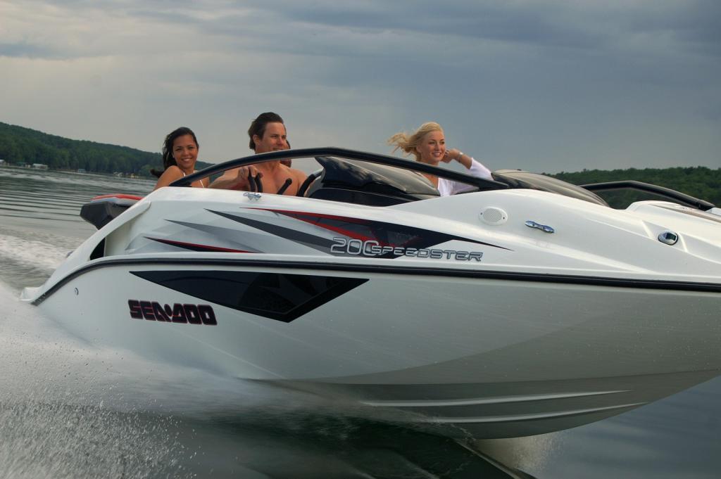 2010 Sea-Doo 200 Speedster sport boat - on-water (2).jpg