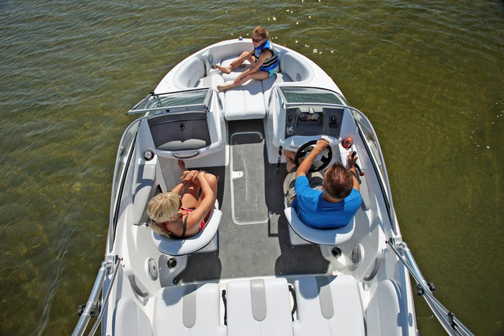 2010 Sea-Doo 180 Challenger sport boat - on-water.jpg