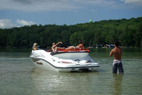 2010 Sea-Doo 200 Speedster - Lifestyle (5).jpg