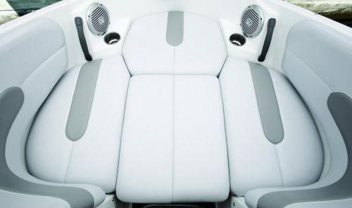 Chall 180 SE Bow Seat (filler) 10.jpg