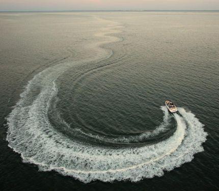 2010 Sea-Doo 210 Challenger - on-water 10.jpg