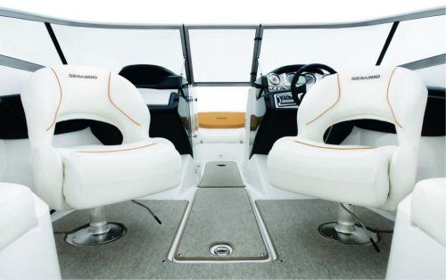 2010 Sea-Doo 210 Challenger - Studio cockpit.jpg