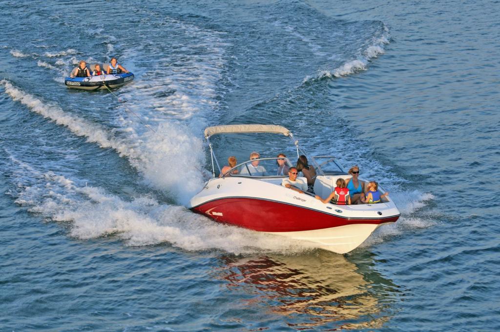 2010 Sea-Doo 230 Challenger SE sport boat - on-water (5).jpg