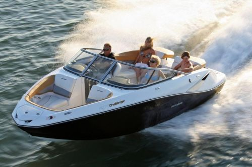 2010 Sea-Doo 210 Challenger - on-water 7.jpg