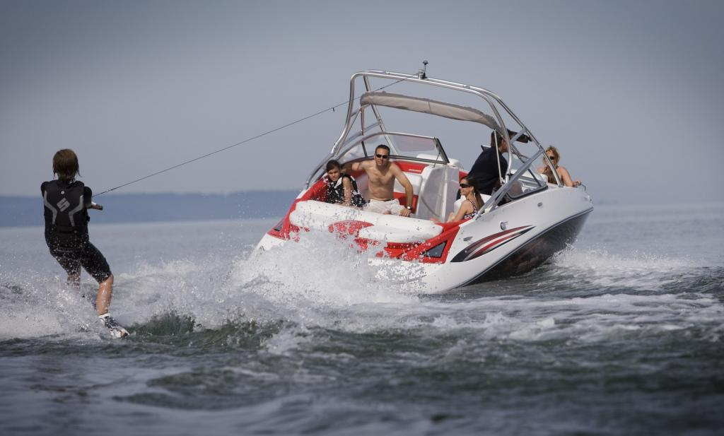 2010 Sea-Doo 230 Challenger SP sport boat - on-water (3).jpg