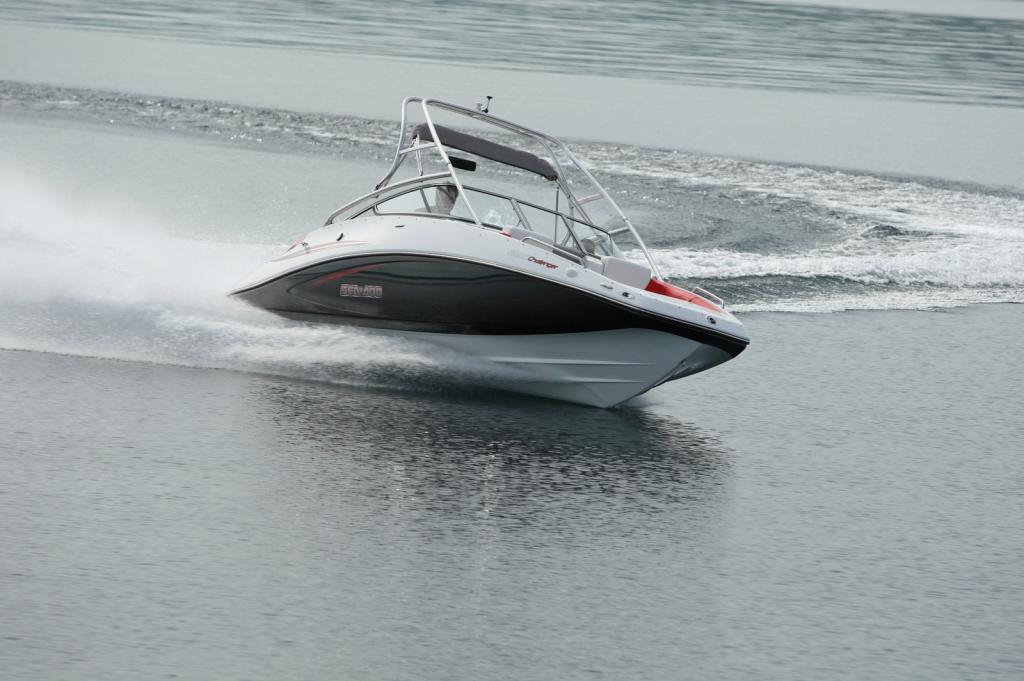 2010 Sea-Doo 230 Challenger SP sport boat - on-water (8).jpg