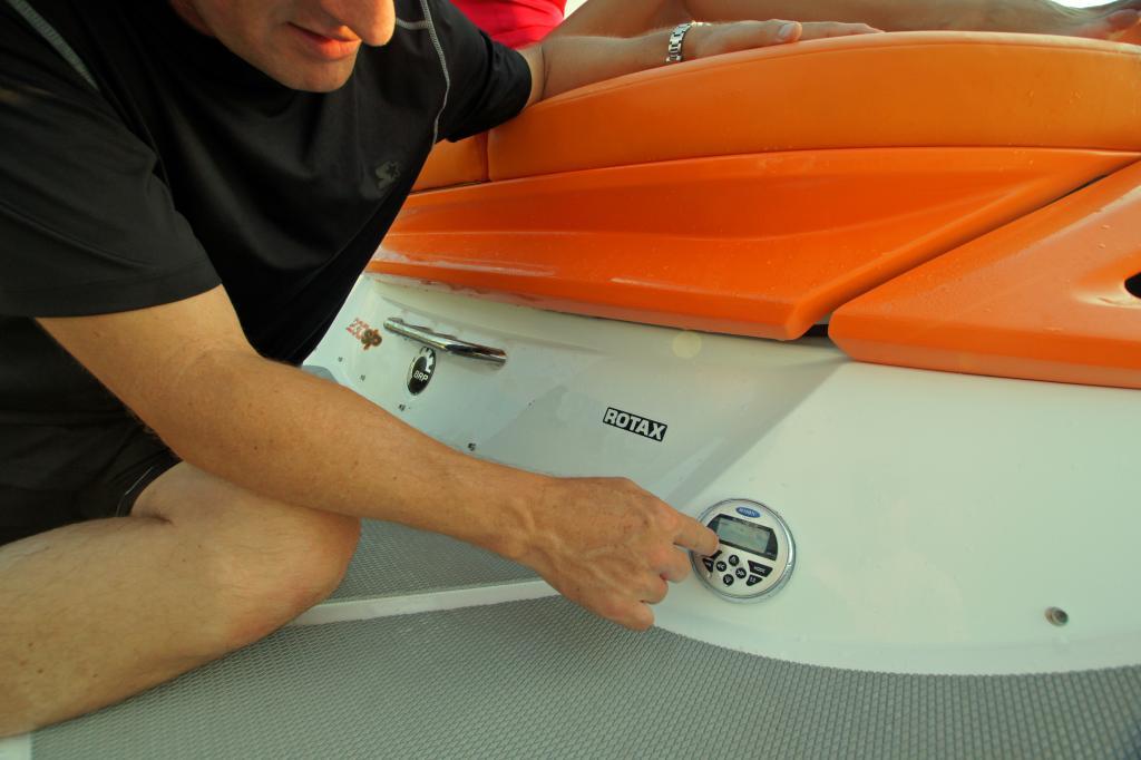 2011 Sea-Doo 230 SP Boat - Details Transom Remote.JPG