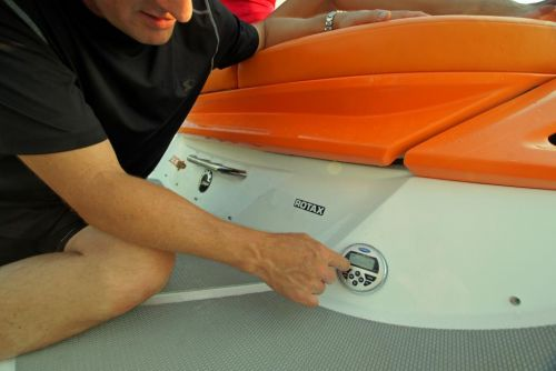 2011 Sea-Doo 230 SP Boat - Details Transom Remote.JPG