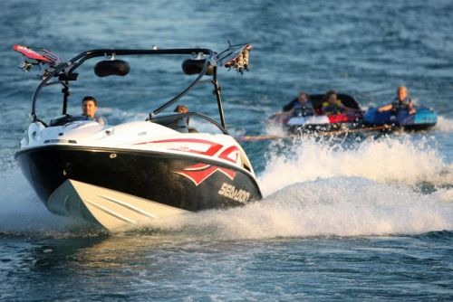 2009Sea-DooSpeedsterWake-Action4.jpg