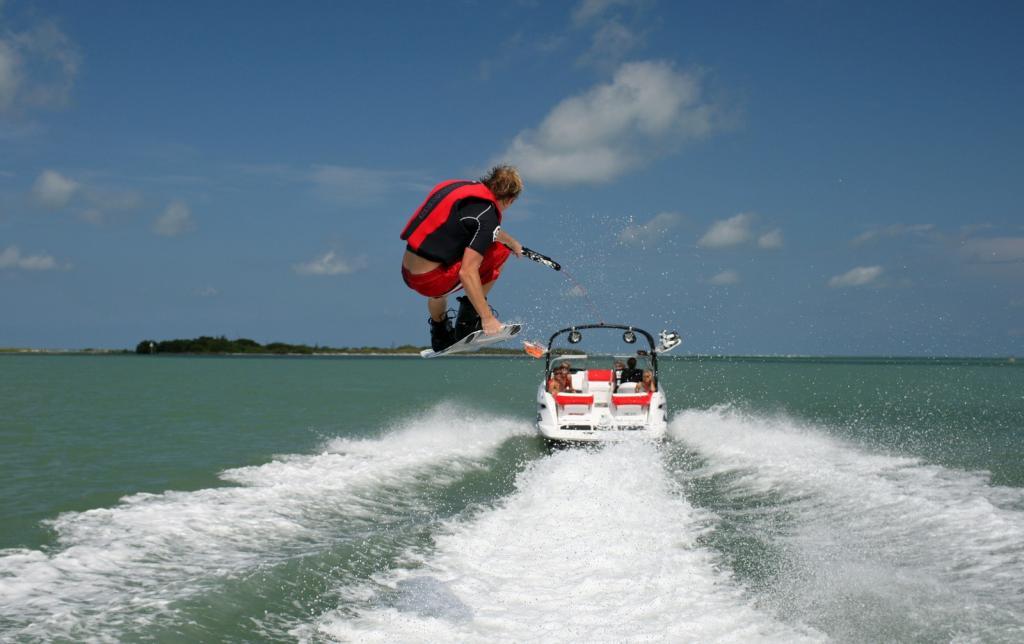 2010 Sea-Doo 210 WAKE sport boat - on-water (9).jpg