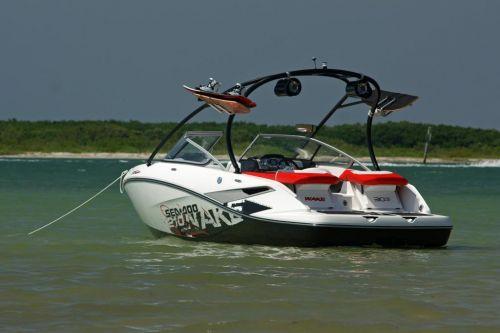 2010 Sea-Doo 210 WAKE sport boat - on-water (19).jpg