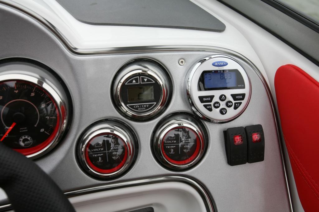 2010 Sea-Doo 230 WAKE sport boat - Details gauges.jpg