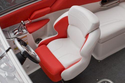 2010 Sea-Doo 230 WAKE sport boat - Details Drivers Seat.jpg