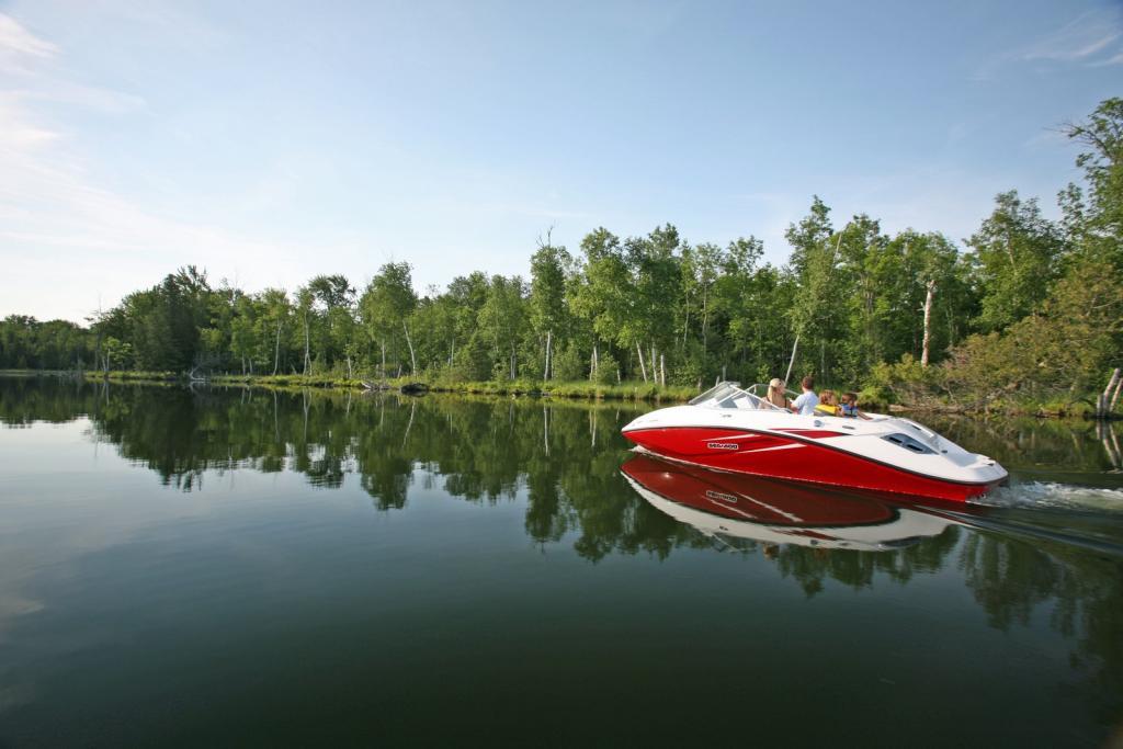 2010 Sea-Doo 180 Challenger sport boat - on-water (11).jpg