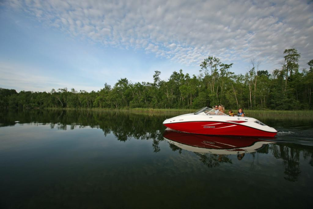 2010 Sea-Doo 180 Challenger sport boat - on-water (9).jpg