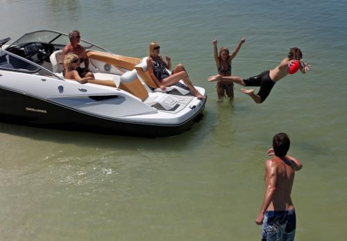 2010 Sea-Doo 210 Challenger - lifestyle.jpg