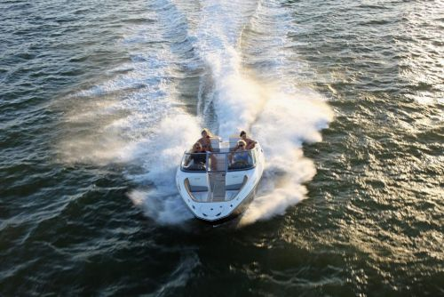 2010 Sea-Doo 210 Challenger - on-water 4.jpg