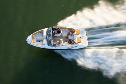 2010 Sea-Doo 210 Challenger - on-water 2.jpg