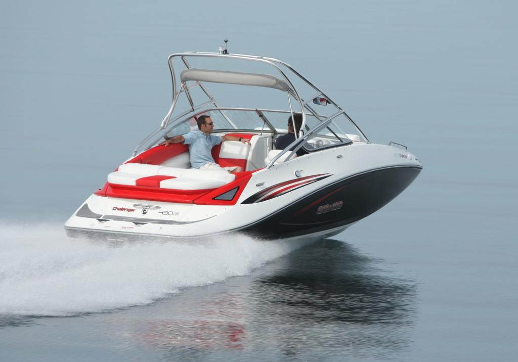 2010 Sea-Doo 230 Challenger SP sport boat - on-water (7).jpg