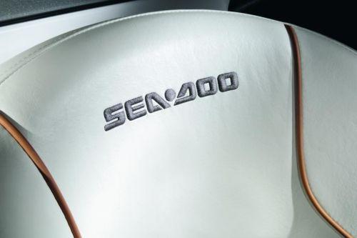 2011 Sea-Doo 210 Challenger - Details Seat.jpg
