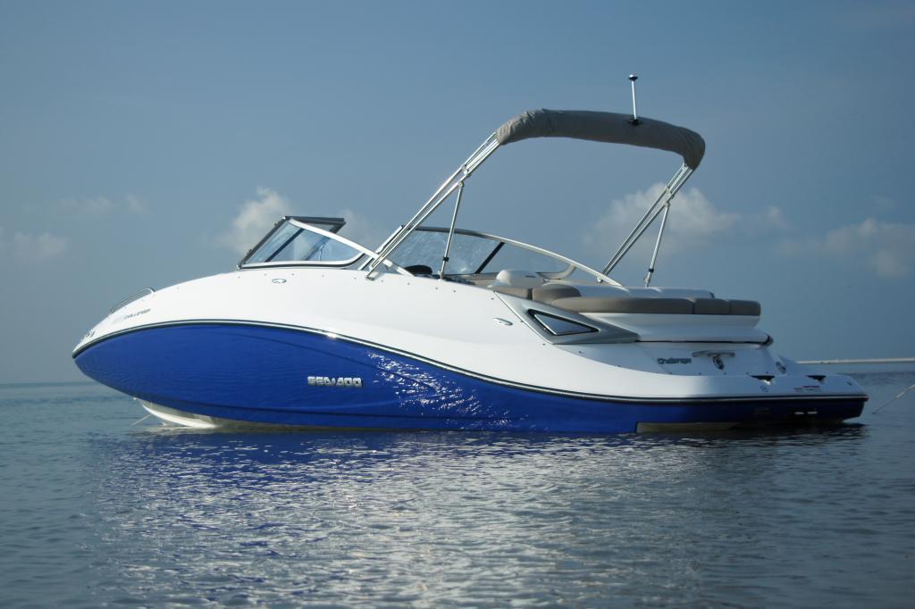 2011 Sea-Doo 230 Challenger Boat - Lifestyle (8).JPG